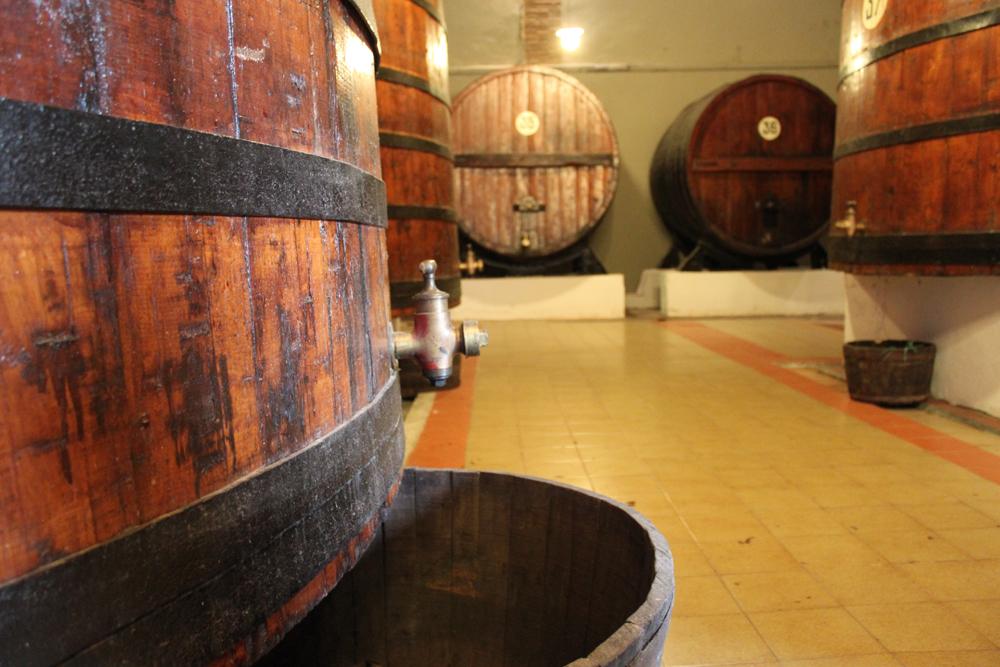 grandes barriles en bodega lalanne