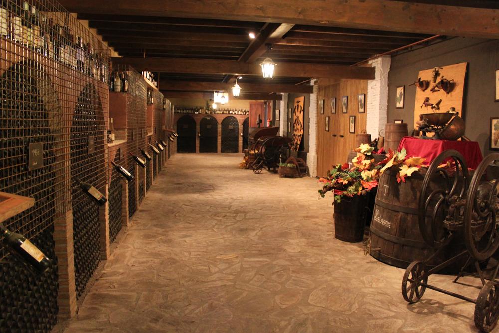 pasillo de los vinos especiales en bodega lalanne
